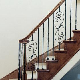 Кованые элементы лестниц с заводской покраской | Все для лестниц